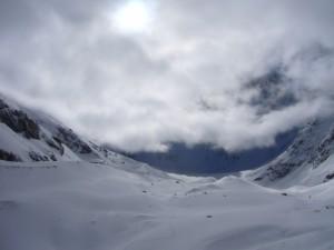 Au bout du glacier de Bonne Pierre, derrière ces nuages, se trouve (paraît-il) la barre des Ecrins