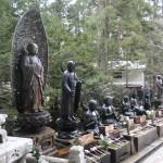 Les Jizo gardent le pont qui mène au Toro-do (le temple des lanternes).