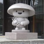 Un moine kawaii à Koya-san qui brise un peu l'austérité du lieu.