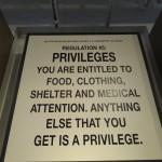 """""""Règle n°5 PRIVILEGES. Vous avez droit à de la nourriture, des vêtements, un toit et des soins. Toute autre chose est un privilège."""" Une règle d'Alcatraz qui pourrait s'adapter à l'éducation en général."""