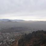 Santiago, mystérieuse dans son smog, vue depuis la Terraza Bellavista.