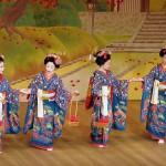 Une geisha est une dame de compagnie raffinée, dédiant sa vie à la pratique d'excellence des arts traditionnels japonais.