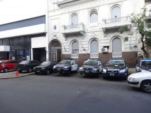 Il faut les comprendre : même la police ne semble pas à l'abri du vol. (photo prise en face d'un commissariat de Buenos Aires).