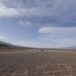 L'aérodrome de Cachi : une piste d'atterrissage, comme une cicatrice de bitume au milieu du désert.