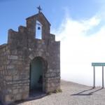 Entre Cachi et Salta, on passe par un col avant de plonger dans une mer de nuages.