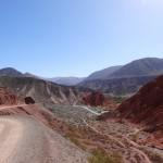 Nous faisons le tour de la Cerro de los Siete Colores (colline aux 7 couleurs).