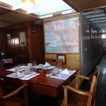 Petit déjeuner à la table du capitaine.