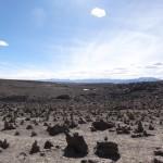 Sur le chemin du retour, on passe un col à près de 5000 m. D'ici, on a une vue sur les nombreuses montagnes et volcans des environs.