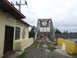 Au bout de ce pont : le Costa Rica.