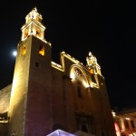 L'église de Mérida sous la pleine lune.